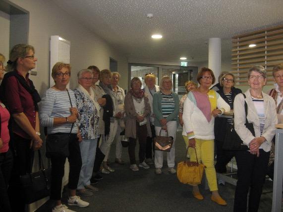 Gruppenbild im neuen Verwaltungsgebäude in Bad Oldesloe