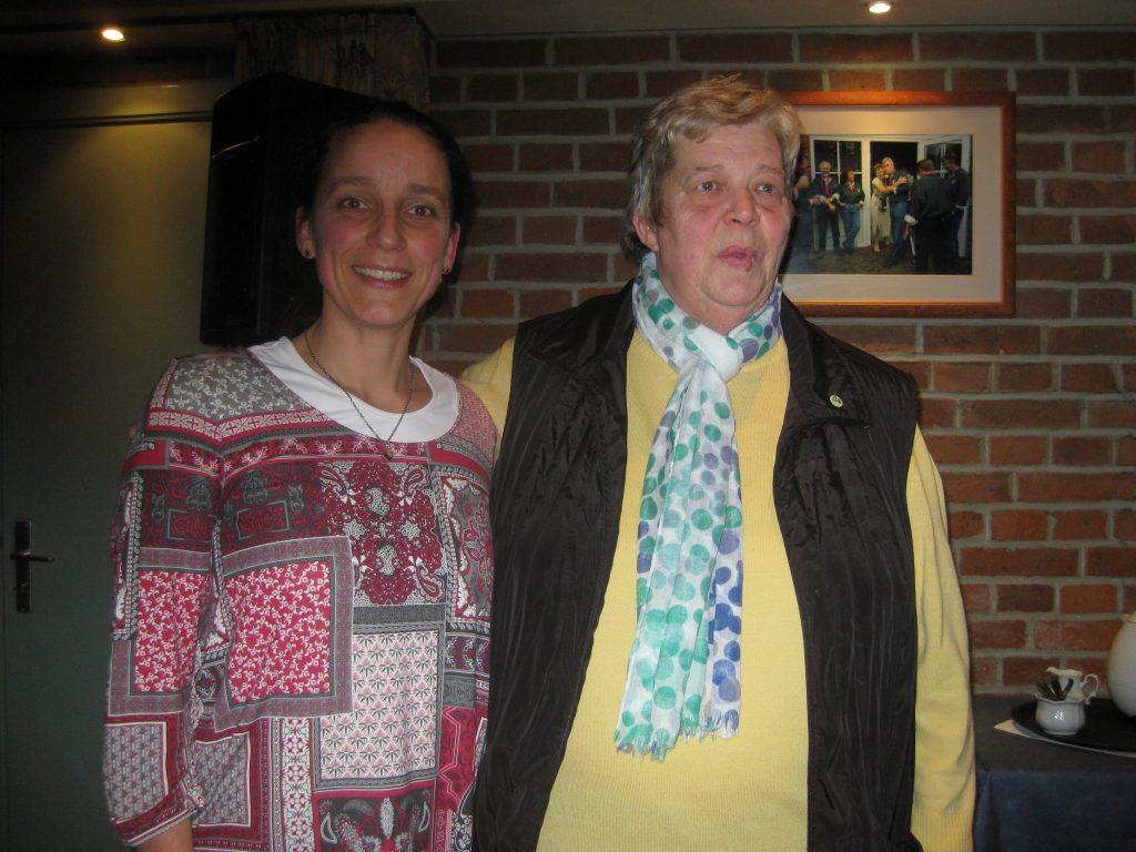 Frau Dr. Bechstedt und Jutta Behnk bei dem Vortrag zu Schlafstörungen bzw. Schlafmedizin