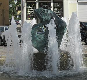Brunnen zum Gedenken an die Legende vom Fischkönig