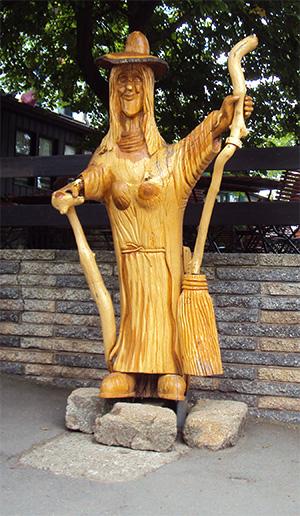 Holzhexe auf dem Hexentanzplatz in Thale