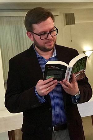 """Der Schriftsteller Jörg Böhm stellt sein Kreuzfahrtkrimi """"Das Moffenkind"""" vor."""
