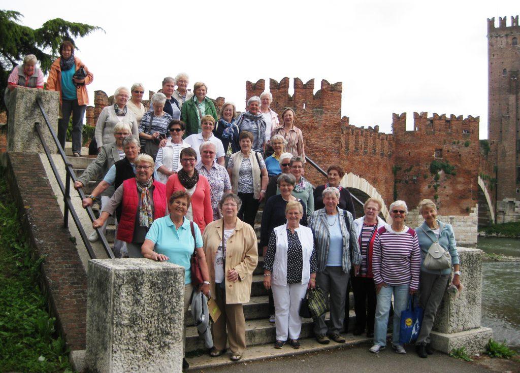 Ein Gruppenfoto auf unserer Reise zum Gardasee.