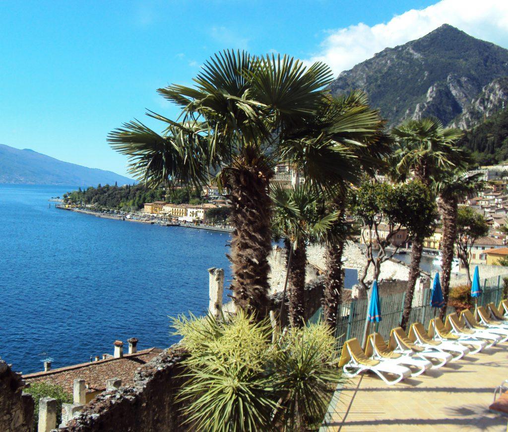 Der Blick aus unserem Hotelzimmer in Limone auf den Gardasee.