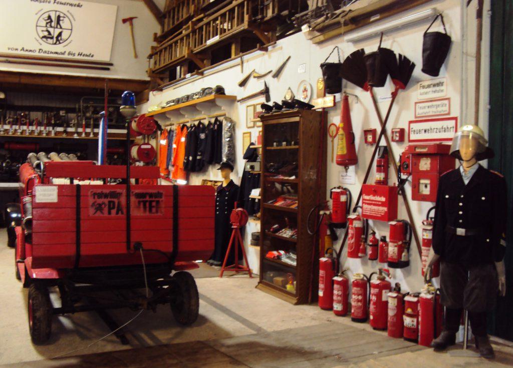 Die Feuerwehr im Museum für vergessene alte Handwerke in Steinhorst.