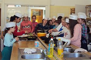 Kochen mit Schülern der Klaus- Groth- Schule