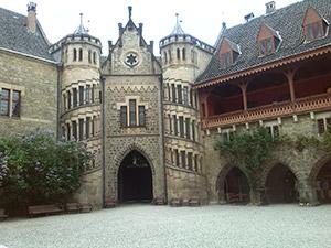 """Das im neugotischen Stil errichtete Welfen-Schlosses Marienburg, dem sogenannten """"Neuschwanstein des Nordens"""""""