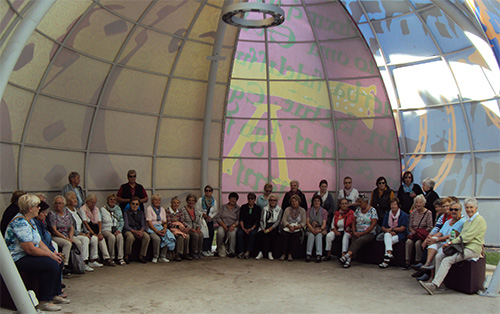 Gruppenfoto im Zelt der Religion in Bamberg.