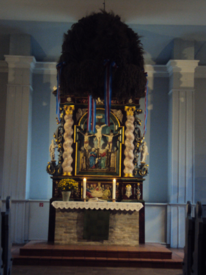 Erntekrone in der Leezner Kirche
