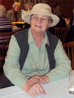 Landfrau mit Hut