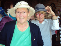 Landfrauen mit Hut