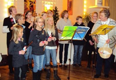 Frau Busack aus Rümpel mit ihrer Flötengruppe