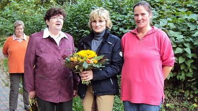 Blumenübergabe an Frau Chacon