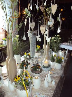 Österlichen Tischschmuck und sonstige Dekorationen