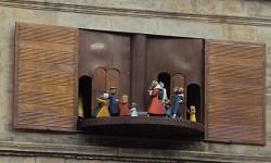 Das große Hochzeitshaus mit seinem Glockenspiel und dem Rattenfängerumlauf im Giebel