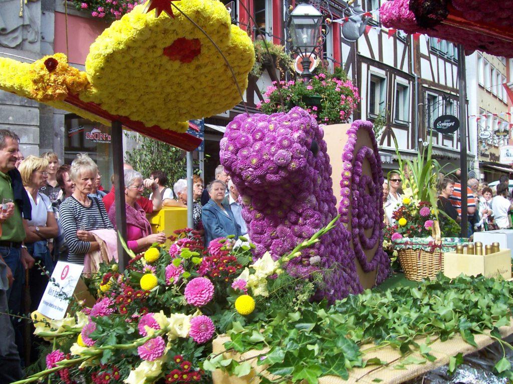 Blumenwagen auf dem Weinfest in Ahrweiler