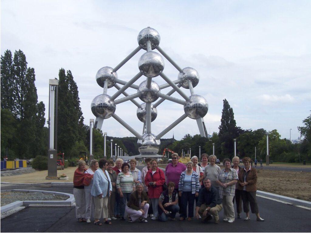 Gruppenbild vor dem Atomium in Brüssel