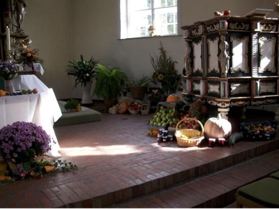 Geschmückter Altar in Eichede