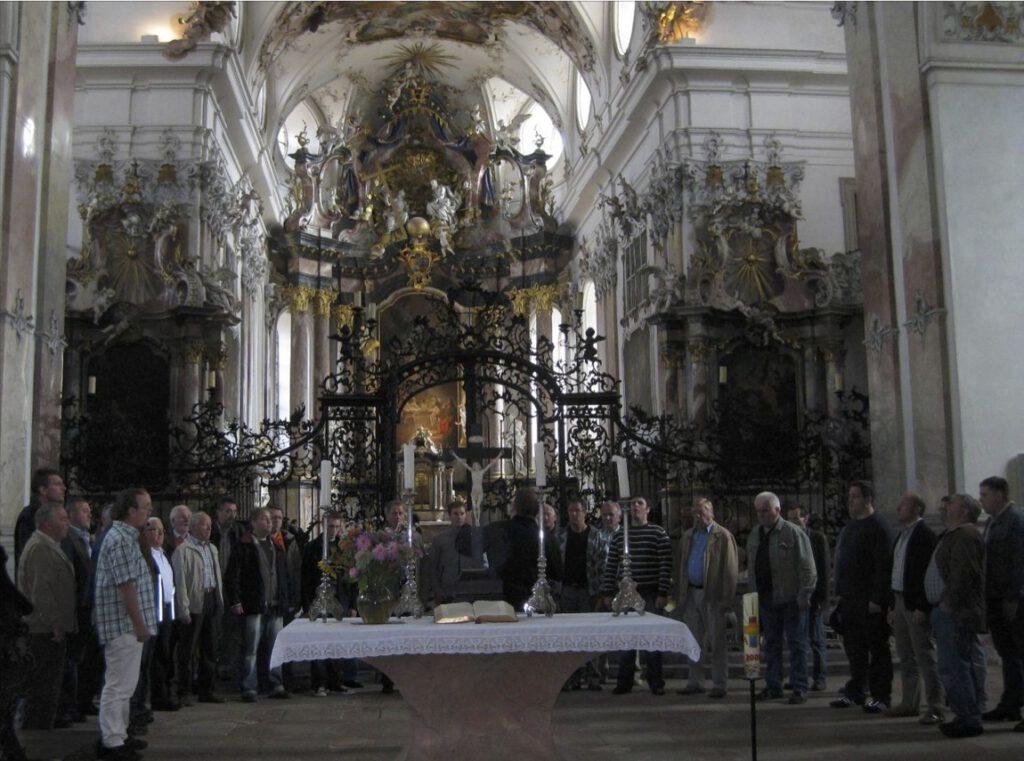 Männerchor in der Benediktinerabtei Amorbach