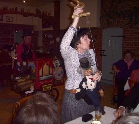 Marionettenspielerin